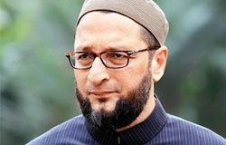 Cop suspended for allowing Owaisi meet